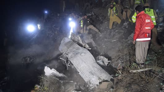 Pakistani soldiers and volunteers search for victims from the wreckage of the crashed PIA passenger plane Flight PK661 at the site in the village of Saddha Batolni in the Abbottabad district of Khyber Pakhtunkhwa province on December 7, 2016.