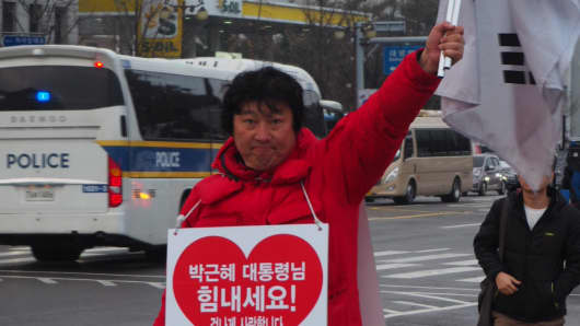 Leader of People who Love our President, Chang Min-Seong, is one of president Park Geun-Hye's supporters. Park's approval is at a low of 5 percent amid an influence-peddling scandal.