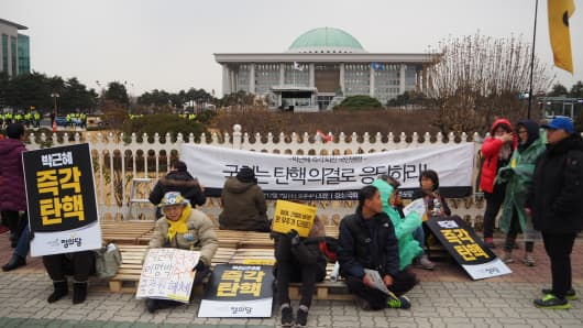 South Koreans are protesting at the National Assembly in Seoul ahead of a parliamentary vote on a motion to impeach President Park Geun-Hye on December 9, 2016.