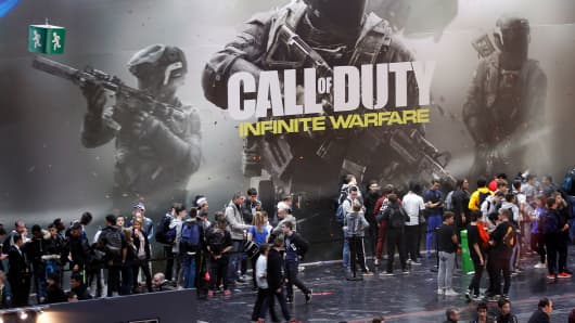 People wait in line to play 'Call of Duty, Infinite Warfare' at the Paris Games Week show last October.