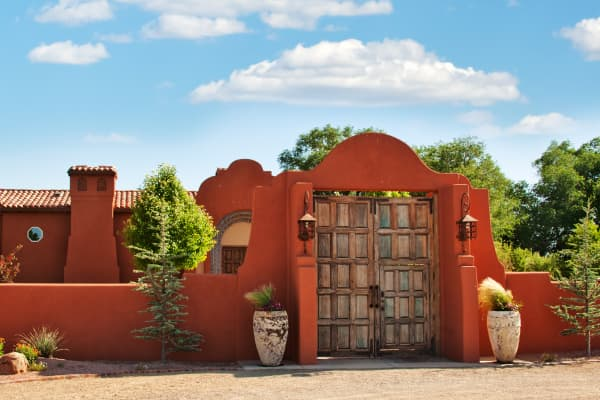 A haciend-style Southwestern house in Coralles, New Mexico
