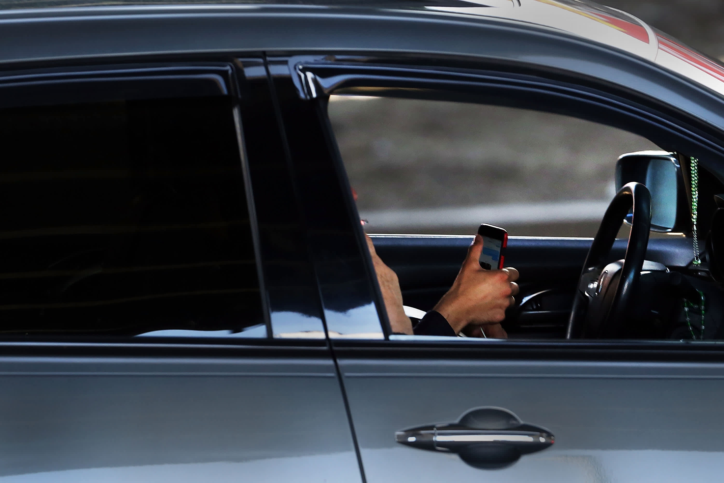 Let s cut off phones in the car— mentary