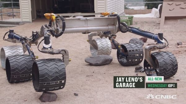 Jay Leno drives the $2.5b Mars Rover