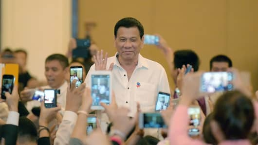 Philippine President Rodrigo Duterte greets members of the Filipino community in the Cambodian capital of Phnom Penh on December 13, 2016.