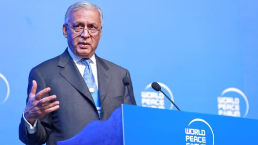 Shaukat Aziz, former Prime Minister of Pakistan, delivers a speech during the fifth World Peace Forum at Beijing's Tsinghua University on July 17, 2016 in Beijing, China.