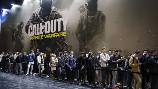 Visitors queue to play the video game 'Call of Duty, Infinite Warfare' developed by Infinity Ward and published by Activision during the 'Paris Games Week' on October 26, 2016 in Paris, France.