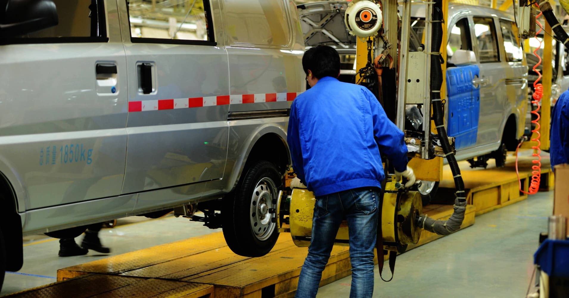 General motors shares fall 3 after report china will for General motors annual report 2016