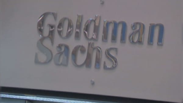 Goldman expands ties to Washington