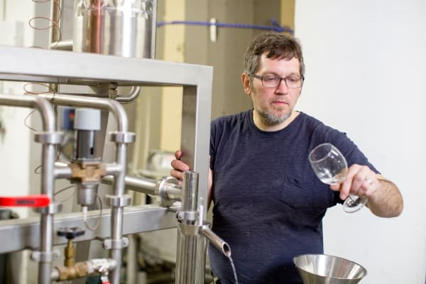 Daric Schlesselman is the craft distiller of Van Brunt Stillhouse.