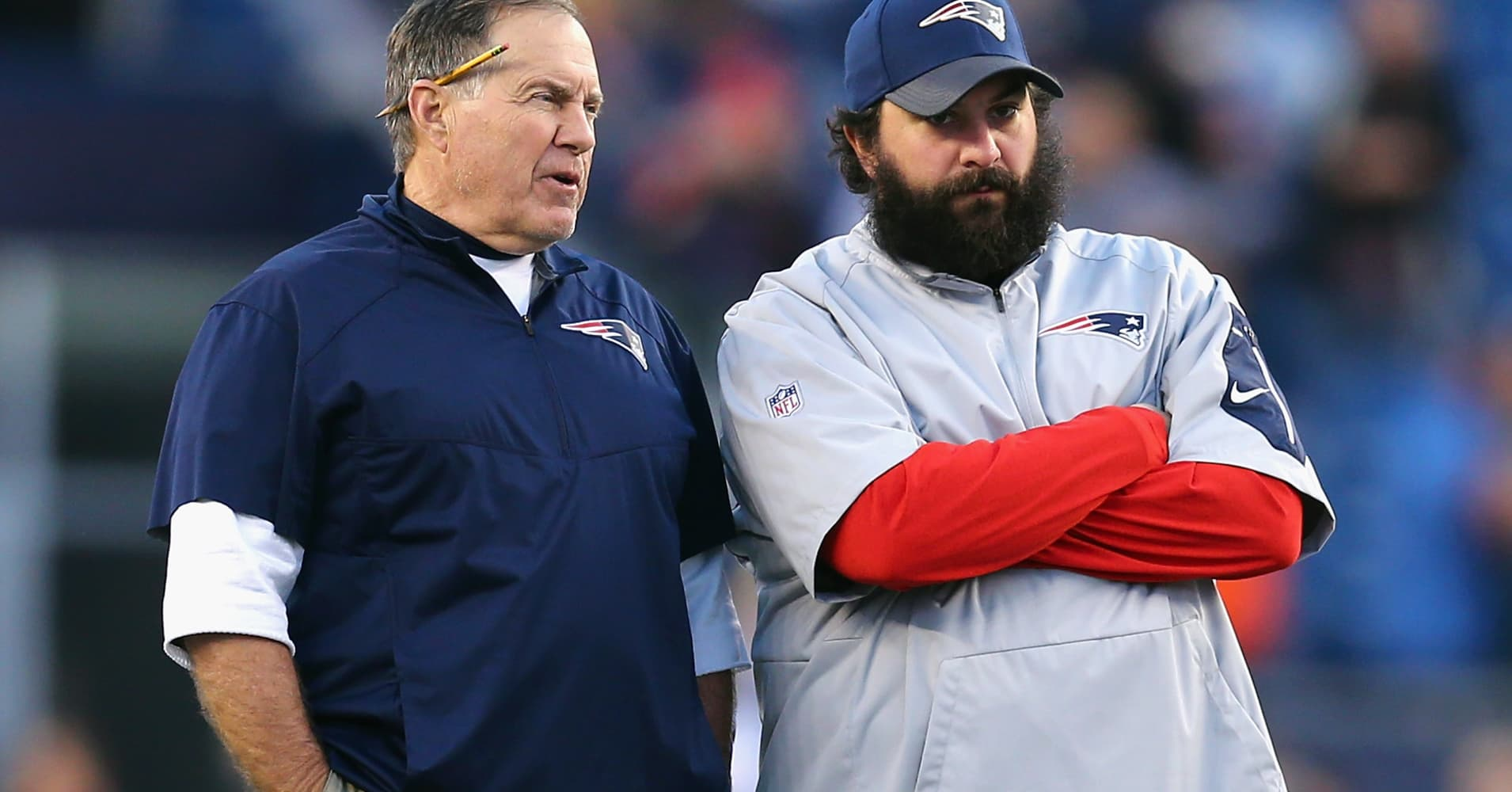 Patriots head coach Bill Belichick talks with defensive coordinator Matt Patricia.