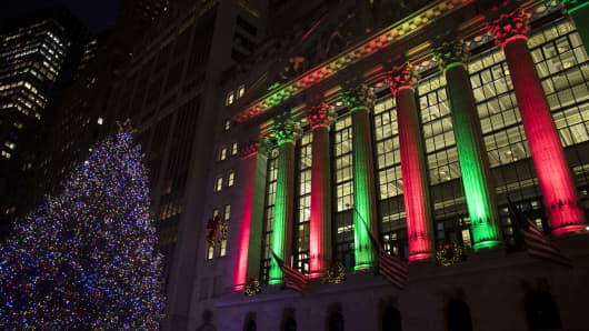 A view of the New York Stock Exchange (NYSE) bathed in Christmas color and light.