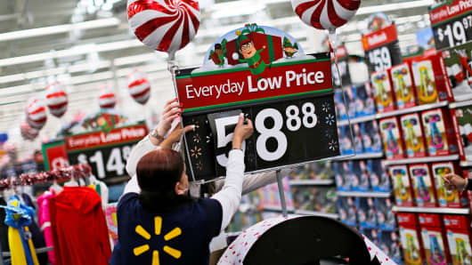 Wal-Mart, airlines lift U.S.  stocks back into record range