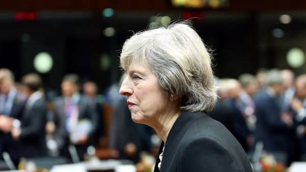 Awkward! British PM left all alone