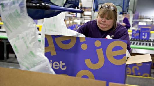 An employee at the Jet.com Inc. fulfillment center in Kansas City, Kansas.