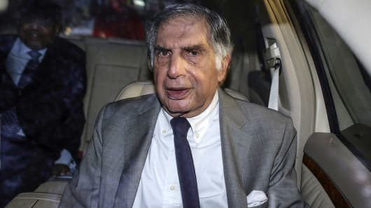 Ratan Tata, interim chairman of Tata Sons, leaves a meeting at Bombay House in Mumbai, India, on Thursday, Nov. 17, 2016.