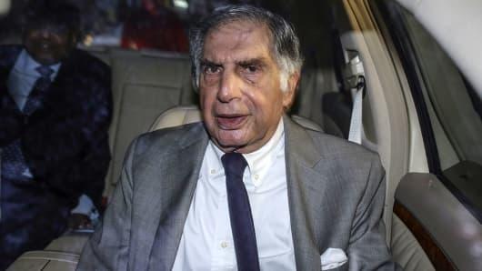 Ratan Tata, interim chairman of Tata Sons, leaves a meeting at Bombay House in Mumbai, India, on Thursday, Nov. 17, 2016.