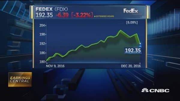 FedEx delivers mixed quarter