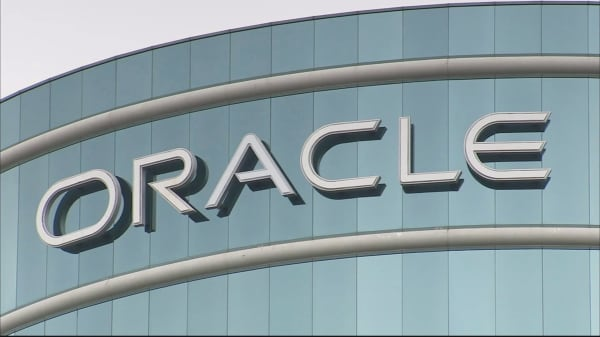 Oracle employee quits after CEO joinsTrump's team
