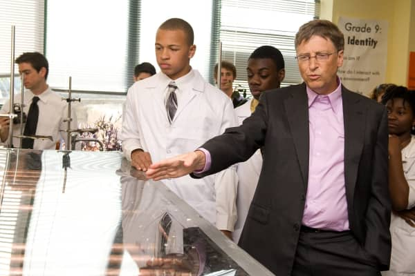 Bill Gates tours an engineering lab at Science Leadership Academy on April 29, 2010.