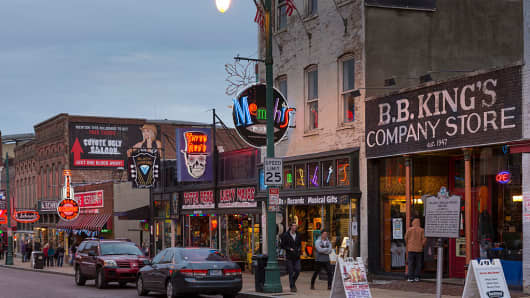BB King's Company Store and music venues in legendary Beale Street entertainment district of Memphis, Tennessee, USA.