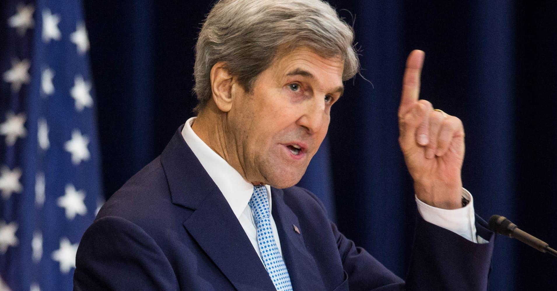 John Kerry: President Donald Trump should resign