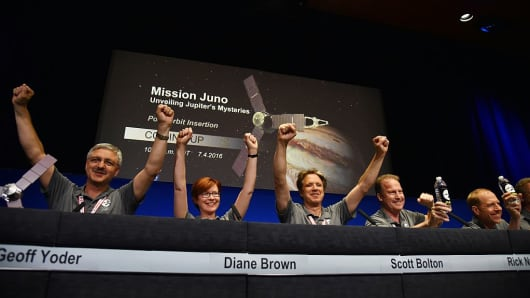 (From L) Geoff Yoder, acting administrator for NASA's Science Mission Directorate, Diane Brown, NASA Juno program executive, Scott Bolton, Juno principal investigator, Juno Project manager Rick Nybakken, Guy Beutelschies,and Lockheed Martin director of space exploration, celebrate at a press conference after the Juno spacecraft was successfully placed into Jupiter's orbit, at the Jet Propulsion Laboratory in Pasadena, California on July 4, 2016.