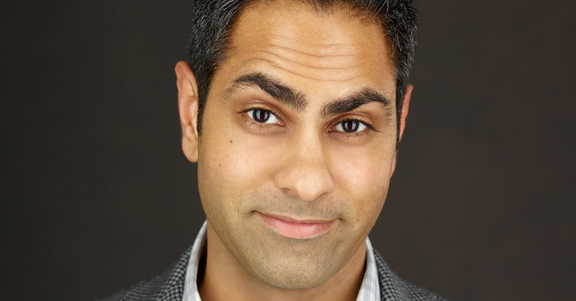 Self-made millionaire Ramit Sethi uses these 3 credit card hacks to save time and money
