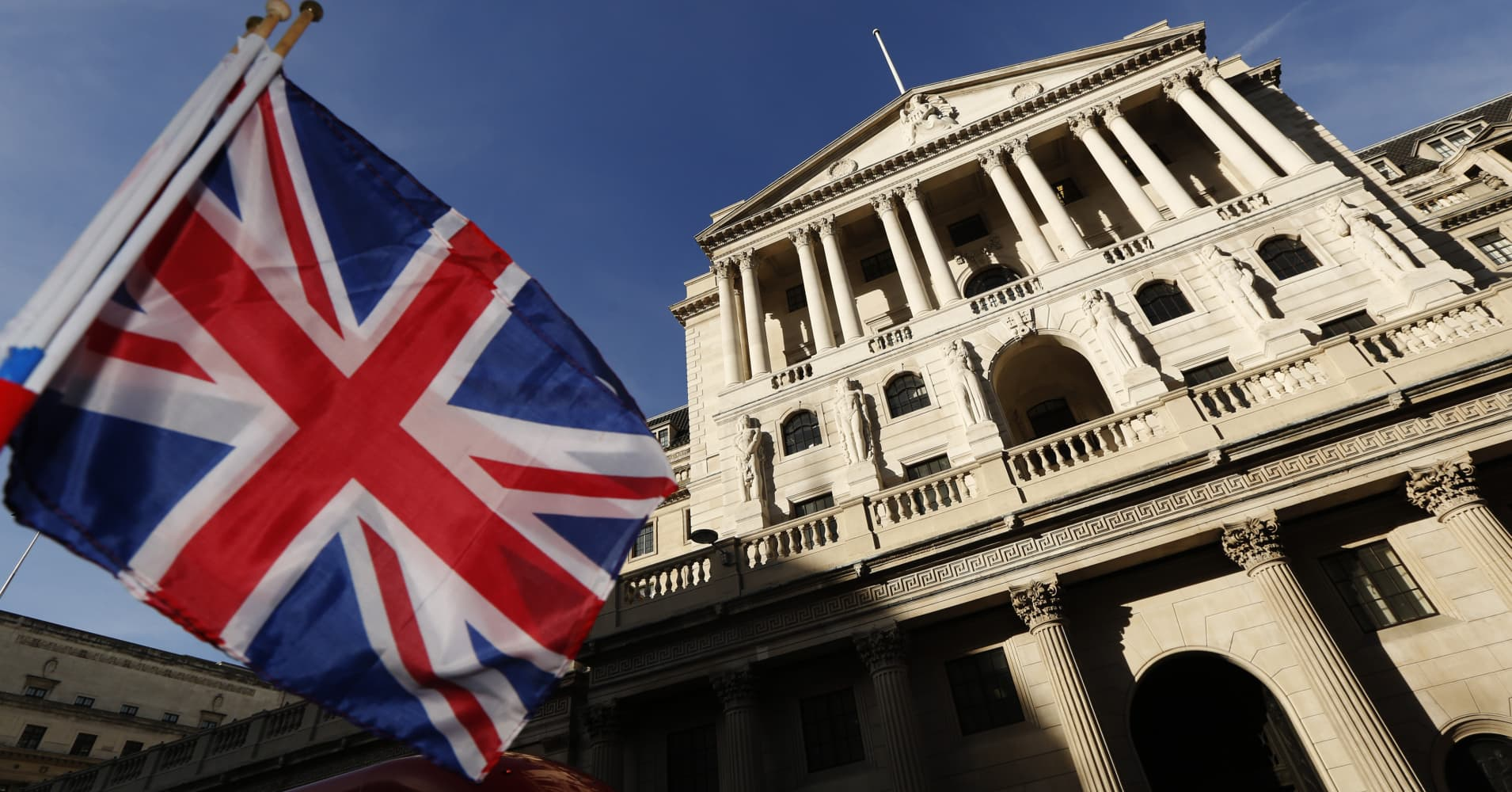 European stocks lower ahead of Bank of England rate decision; Siemens down 4%