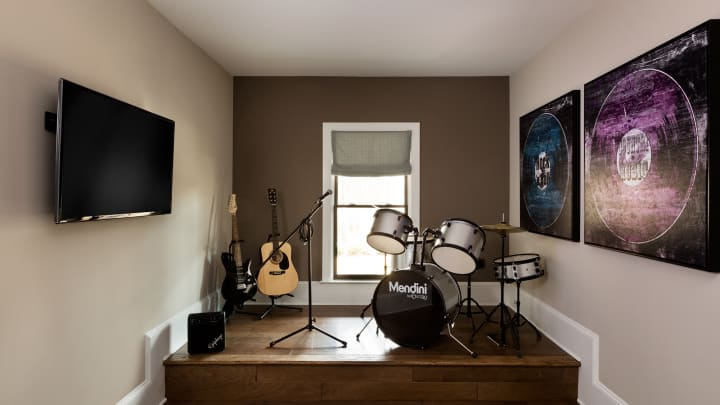 Want a bourbon room or a speakeasy? 8 specialty rooms to jazz up ...
