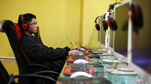 A young person surfs the internet at an internet bar in Huaibei, Anhui, China.