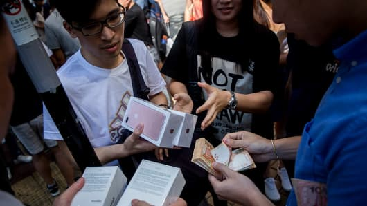 Parallel traders buy and sell the new iPhone 7 during the opening day of sales outside an Apple store in Hong Kong on September 16, 2016.