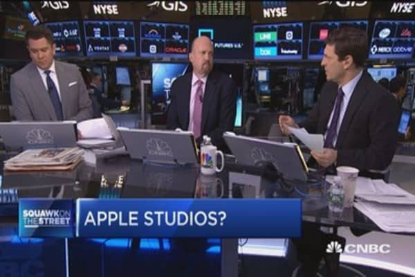 Cramer: The age of the cellphone is over