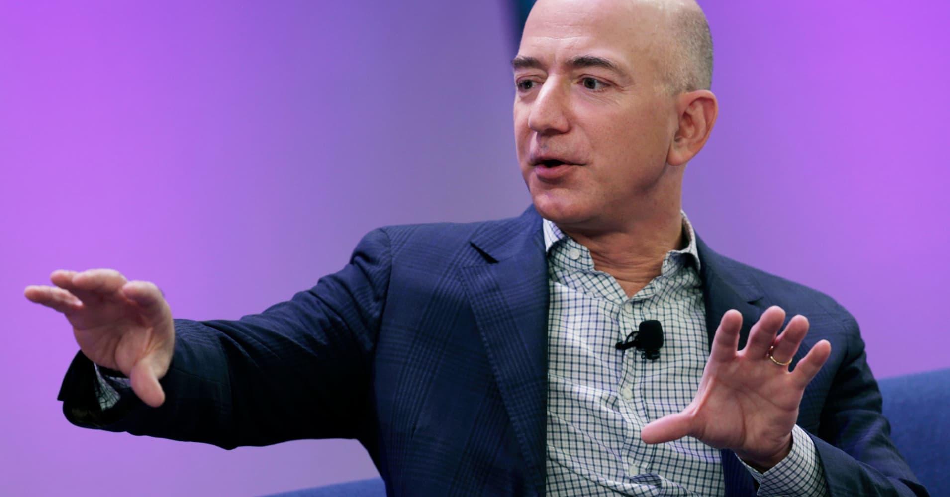 Alexandria Ocasio-Cortez and New York Democrats criticize Amazon HQ2