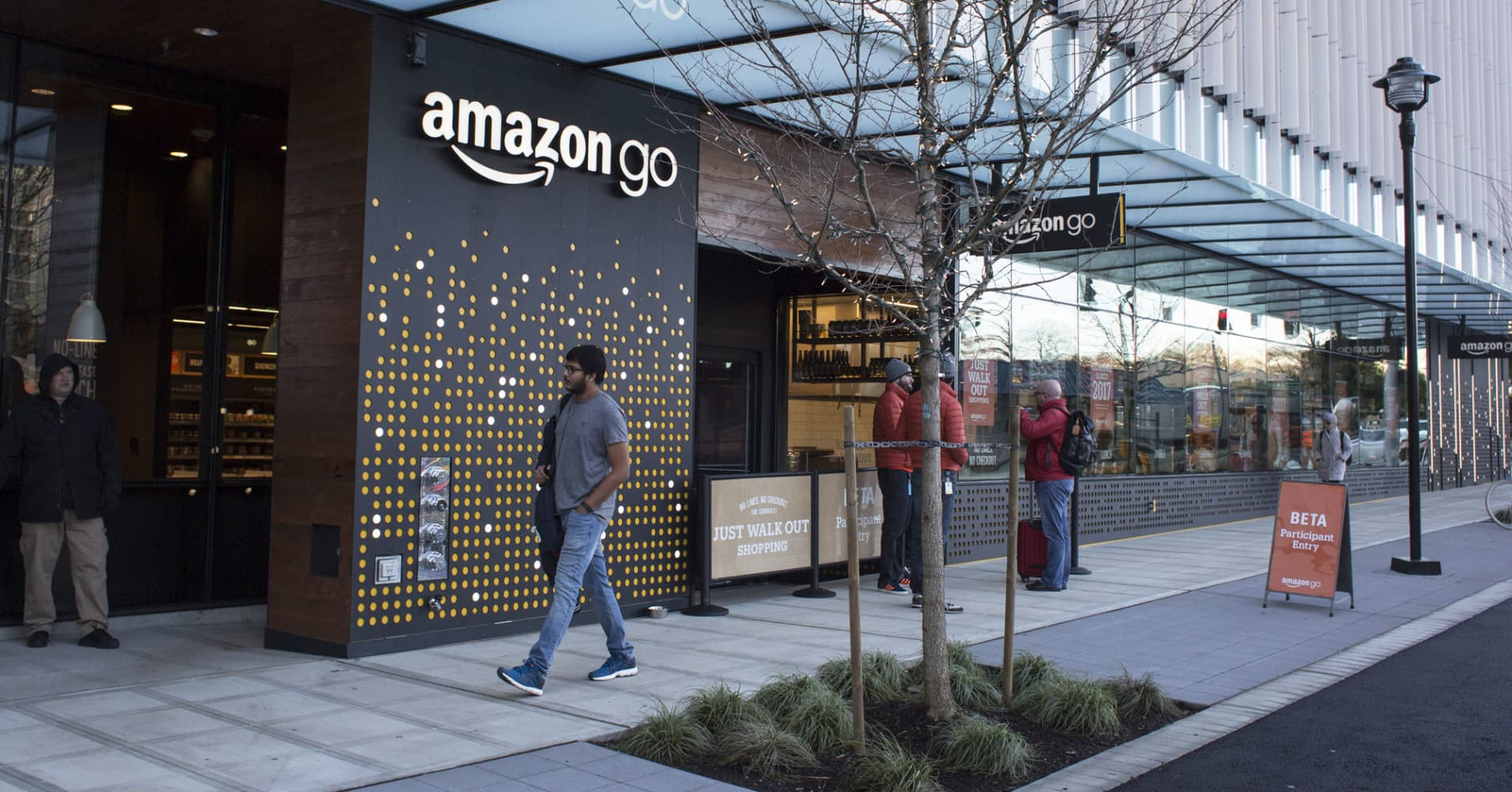 amazon go automated grocery store is poised to launch. Black Bedroom Furniture Sets. Home Design Ideas