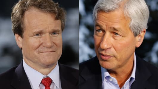 Brian Moynihan, president and chief executive officer of Bank of America Corp. (l), and Jamie Dimon, chief executive officer of JPMorgan Chase & Co. (r).