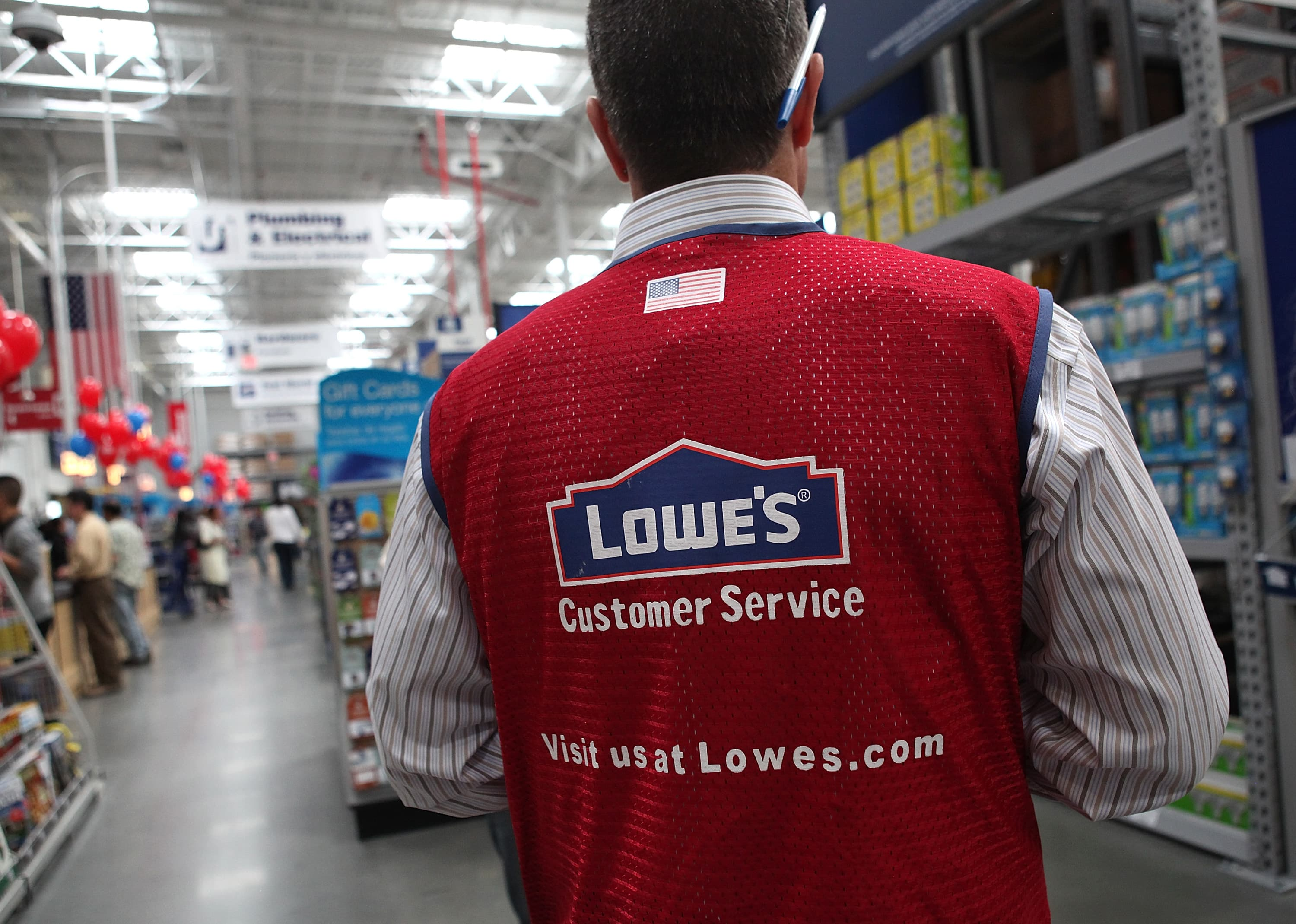 Lowes Stock Quote Lowe's Stock Falls On Earnings Sales Miss