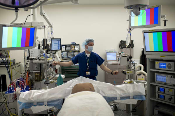 A anesthesiologist prepares a kidney donor in the operating room for a kidney transplant at Johns Hopkins Hospital