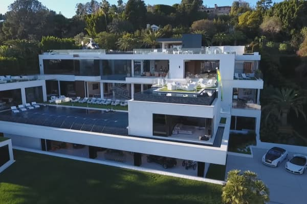 Take a peek inside the most expensive home for sale in the us for Most expensive house in us