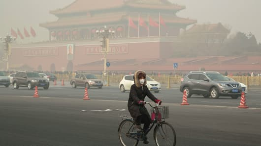 On the first day of 2017, Beijing suffered its first severe haze disaster of the new year. At the same time, more than 20 Chinese cities declared orange alert of air pollution.