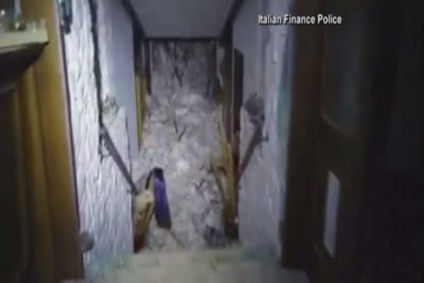 Avalanche hits Italian hotel, leaving 30 feared dead
