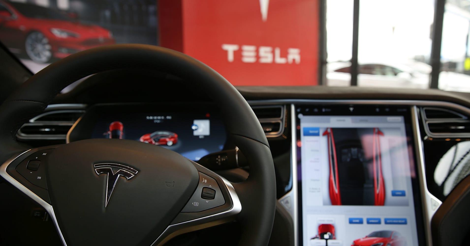 Elon Musk: Tesla Summon auto-parking upgrade probably available soon