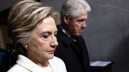 Former Democratic presidential nominee Hillary Clinton (L) and former President Bill Clinton arrive on the West Front of the U.S. Capitol on January 20, 2017 in Washington, DC.