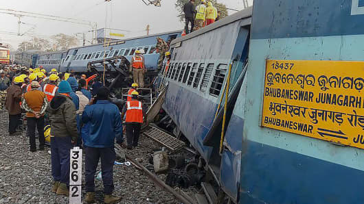 Indian rescue workers look for survivors at the site of the derailment of the Jagdalpur-Bhubaneswar express train near Kuneru station in southern Andhra Pradesh state on January 22, 2017.