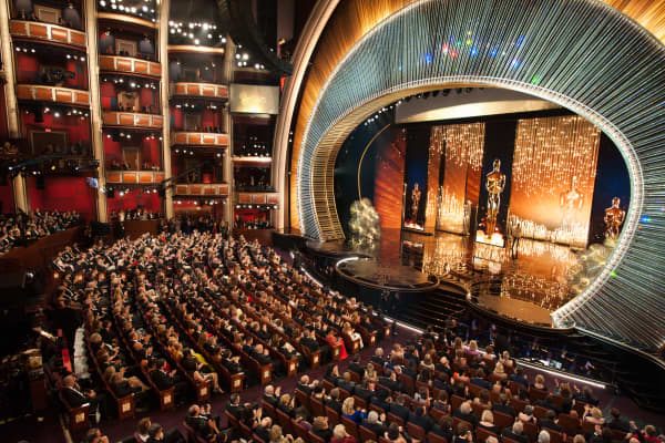 The stage at the Dolby Theatre at the 2016 Oscars, using Swarovski crystals in a set designed by Derek McLane
