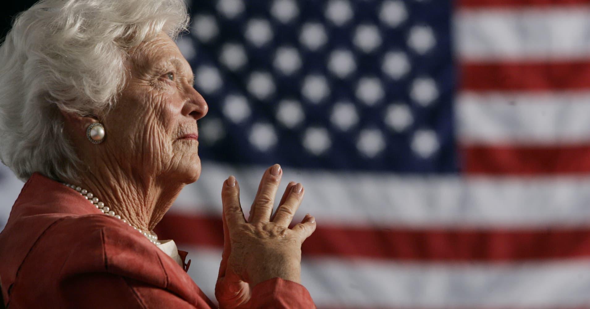 Barbara Bush funeral: Melania Trump, Obamas pay...