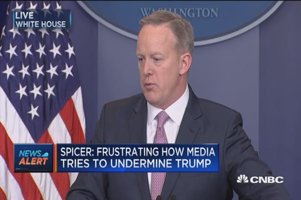 Spicer: Call between Trump & Putin hasn't been set up