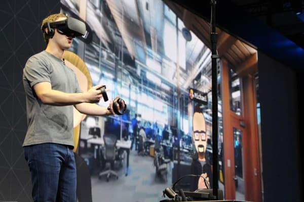 Mark Zuckerberg wearing the Oculus virtual reality headset.