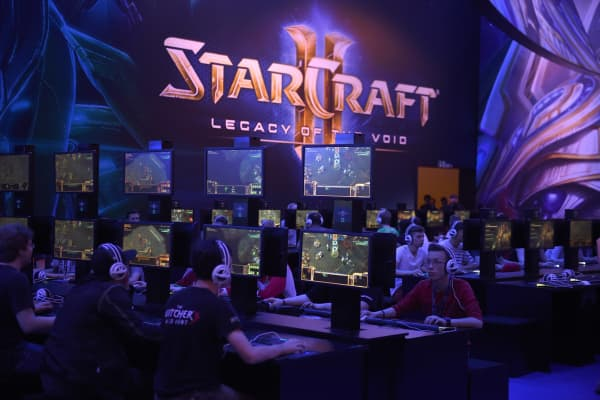 Visitors try out the latest version of Starcraft at the Gamescom fair in Cologne, western Germany.