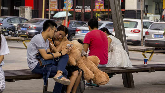 Chinese couples sit at by the side the street in Shaanxi, China.