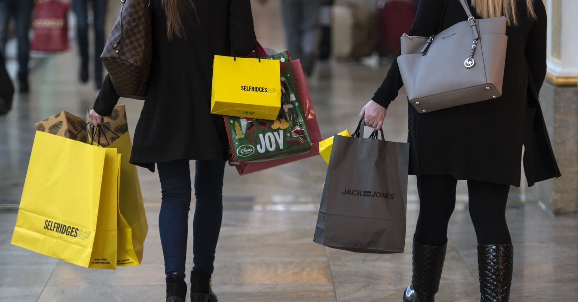 Following a monthly spending rule could save you thousands of dollars, says a financial planner who studies rich people's habits.